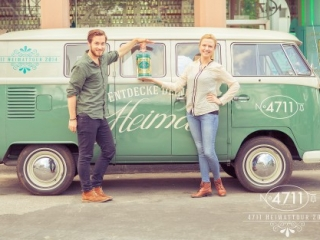 People Fotograf in Köln für Werbung des Unternehmens 4711 mit Retro VW-Bully