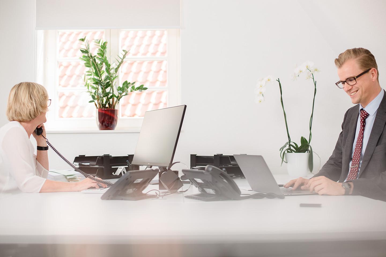 Foto Arbeitsszene im Unternehmen, Telefonische Beratung