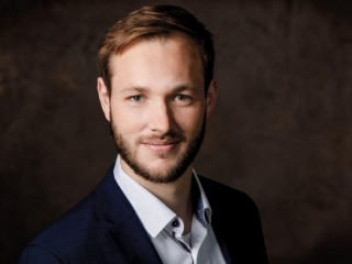 Lowlight Porträt Geschäftsführung für Xing, Linkedin und Social Media Kanäle